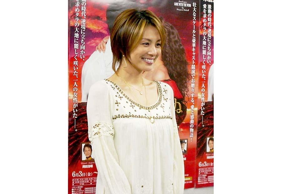 終始、笑顔で会見に応じた『風と共に去りぬ』主演の米倉涼子