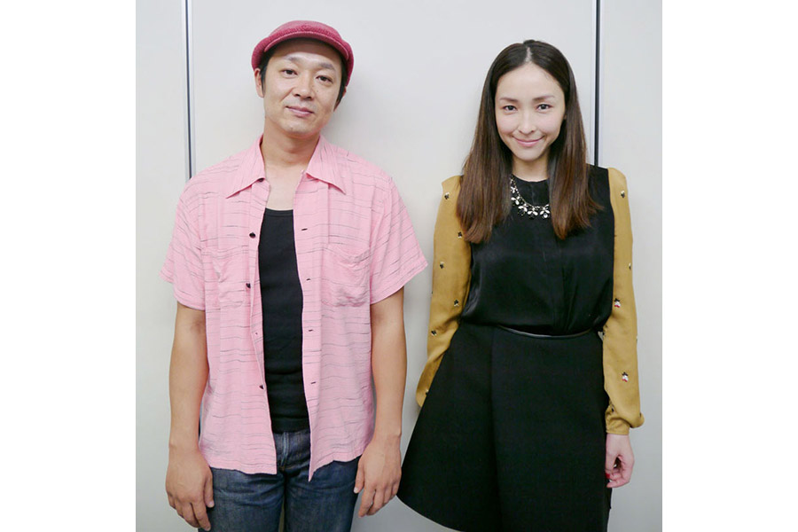 吉田恵輔監督(左)と主演の麻生久美子
