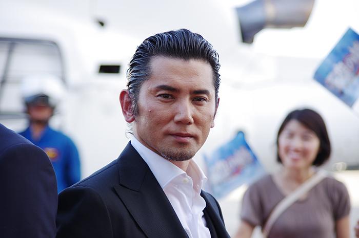 映画『天空の蜂』のレッドカーペット・イベントに登場した本木雅弘