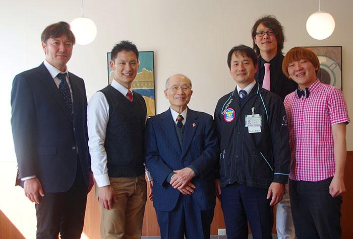 左から放送作家・岡力さん、FCオーナー・清水慎一郎さん、商店街会長・阪田孝次郎さん、スーパーバイザー・松本拓巳さん、ブランケットの2人