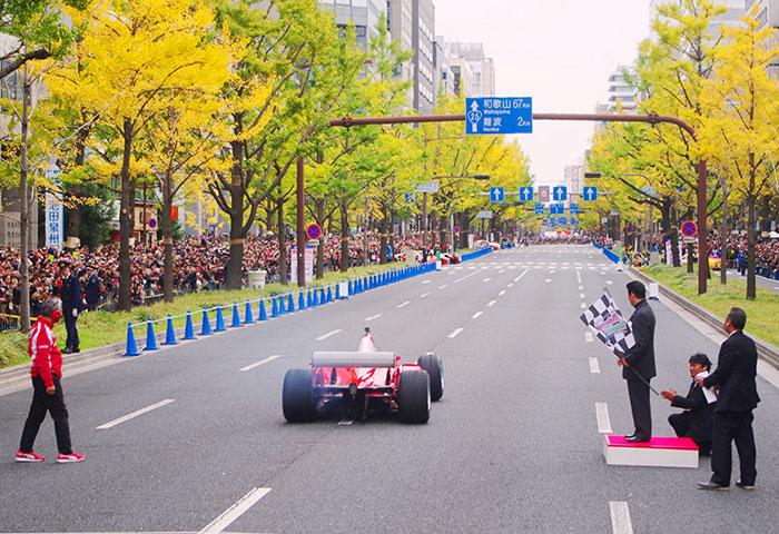 御堂筋をF1カーが疾走する歴史的な瞬間