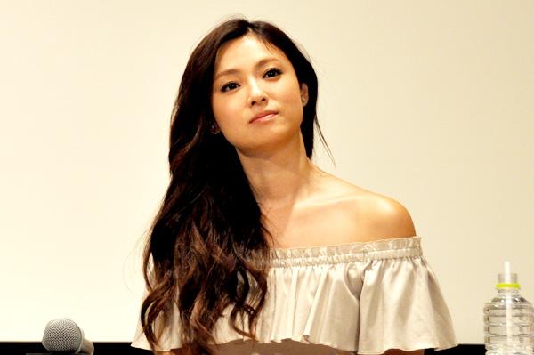 深田恭子、初舞台での記者会見にて