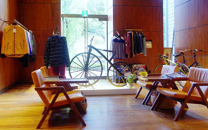 木製のアンティーク自転車は堺の自転車博物館からのレンタル
