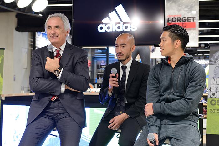 トークイベントに登場したハリルホジッチ日本代表監督(左)と井岡一翔