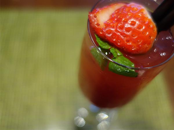 ブラッディマリーのイチゴを使ったバージョン「ボラマリー」、普段はボラボラ島の系列ホテルで提供されている
