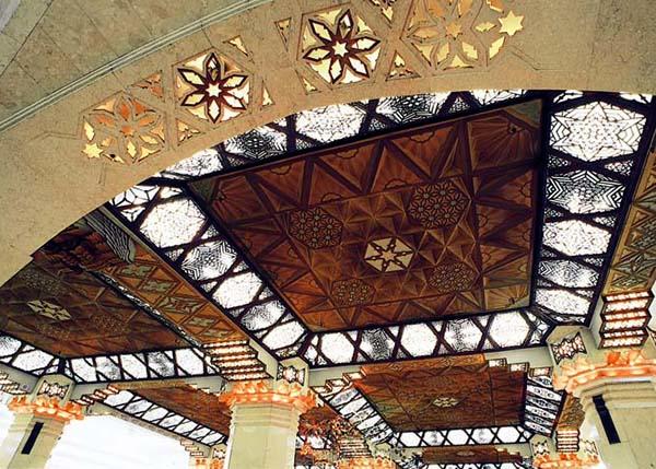 1階中央ホール天井