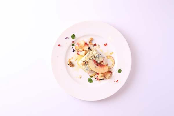 絵画のように美しく、おいしく「ウサギノネドコ」料理