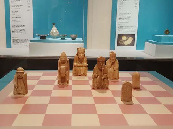 ルイス島のチェス駒 1150〜1200年 イギリス、ルイス島 おそらくノルウェーで制作