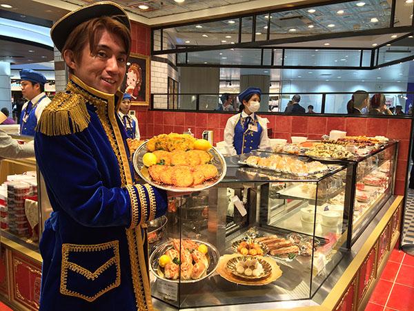 [ネルサイユ宮殿]店長は貴族スタイルでお出迎え