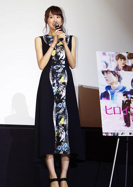 舞台挨拶に登場した女優の桐谷美玲