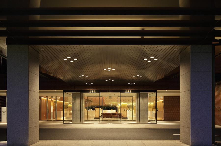 京都国立博物館の南側、三十三間堂の東側に位置する