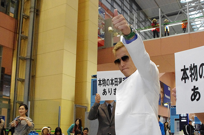 副賞の冠番組ロケをイタリアでおこない、関空に帰国したじゅんいちダビッドソン(2015年)