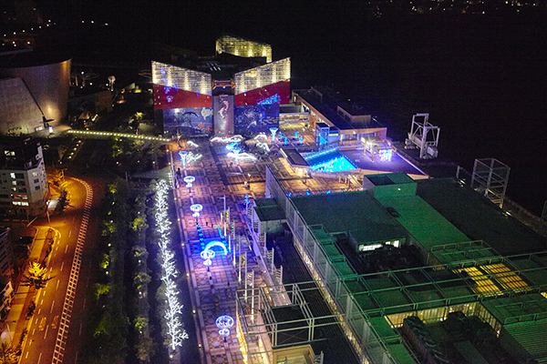 上空から見た[海遊館]のイルミネーション