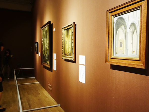 建築画家、海洋画家、肖像画家など各ジャンルによって展示される、全部で約60点