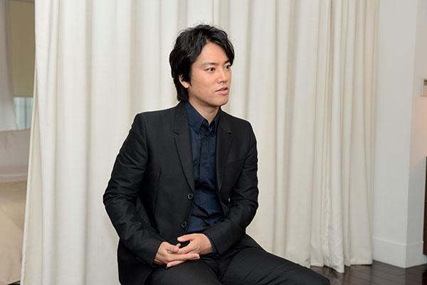 インタビューに答える俳優・桐谷健太
