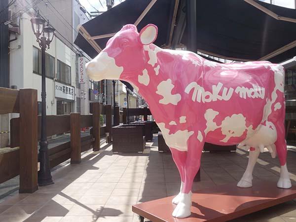 ピンクの牛が目印