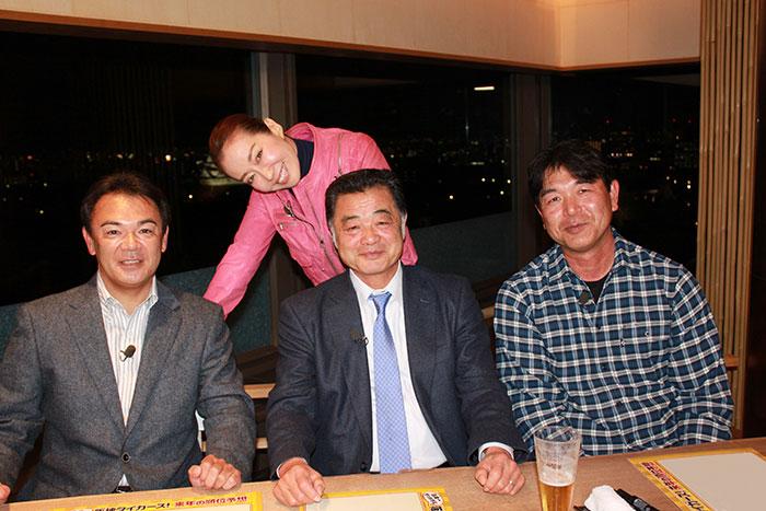 左から和田SA、遙洋子、川藤幸三さん、田村勤さん