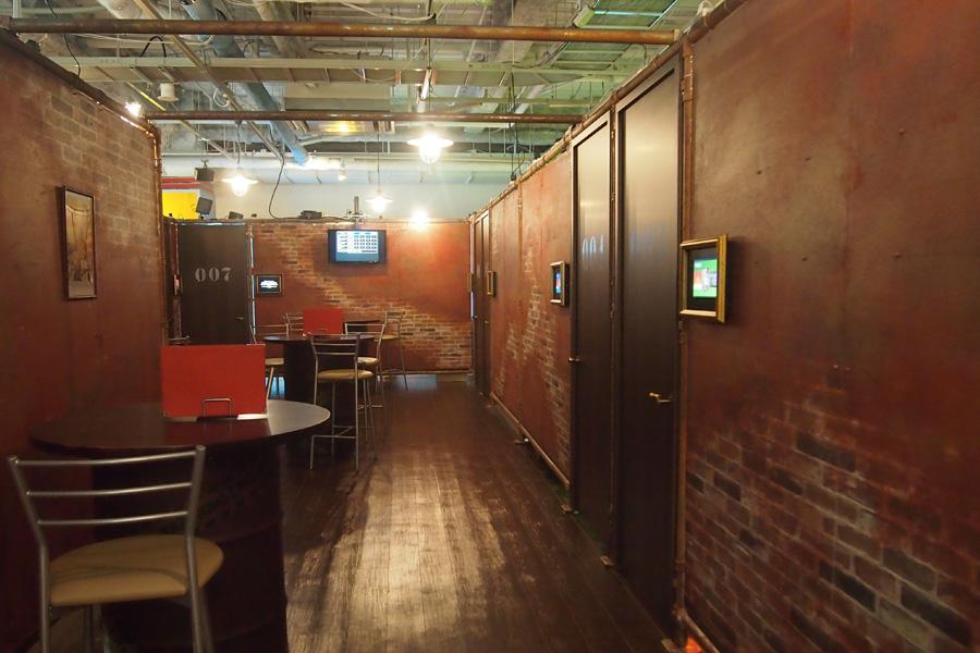 カフェスペースと全10種の謎解き部屋