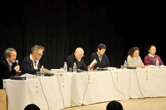 左から司会の小堀純、OMS戯曲賞選考委員の生田萬、佐藤信、鈴江俊郎、鈴木裕美、渡辺えり