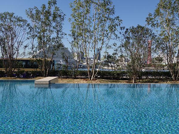 冬でも楽しめる温泉を使った混浴温泉プール