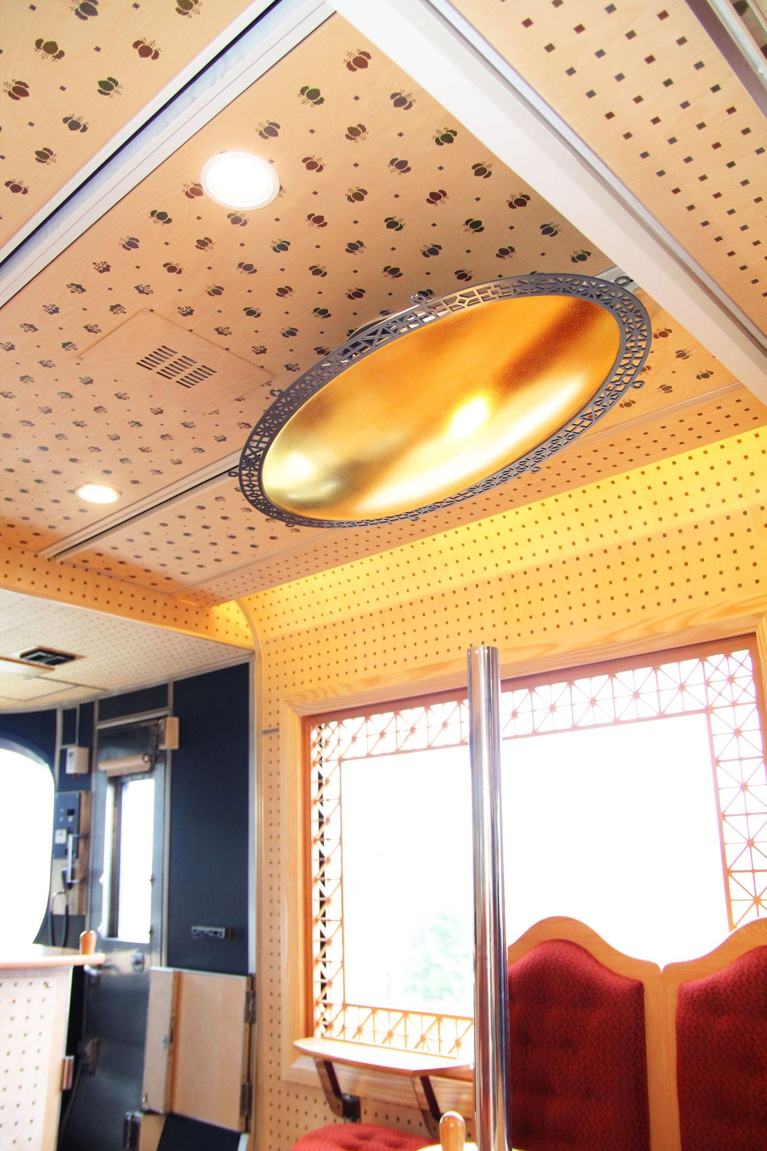 特急列車「丹後の海」内装