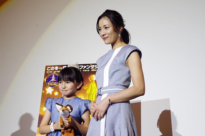 舞台挨拶にはお母さん役の担当した瀬戸朝香も登場