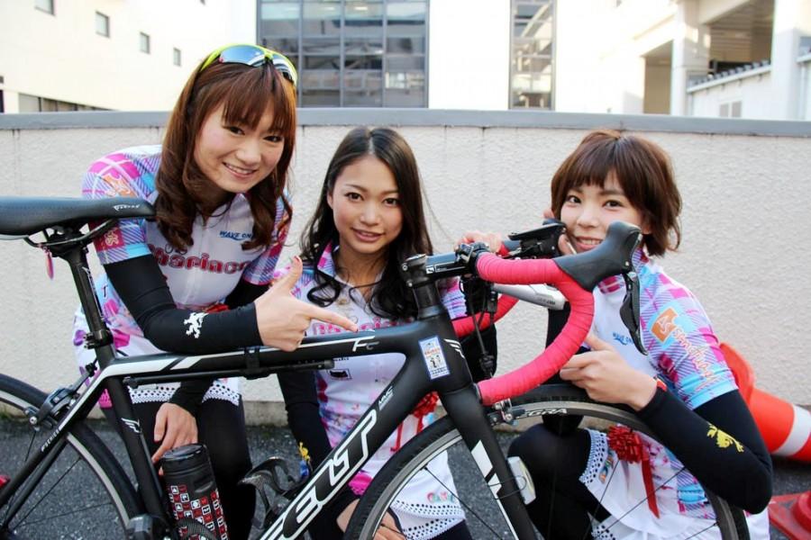 ちゃりん娘、中央が松本奈々さん