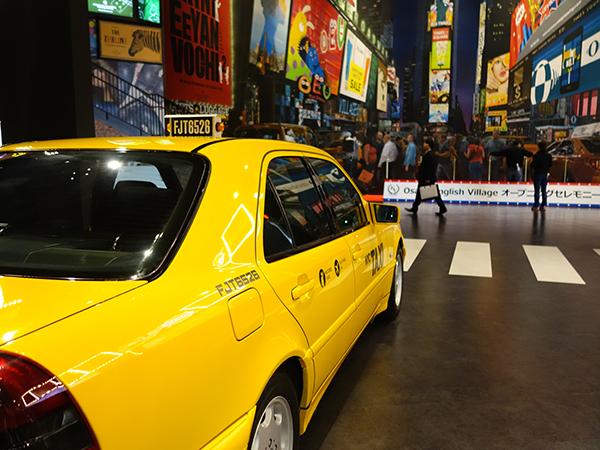 入場するのは予約が優先に。N.Yのタイムズスクエアをイメージしたスペースも