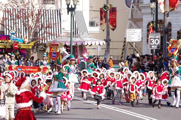 パレード『サンタのトイ・マーチ』