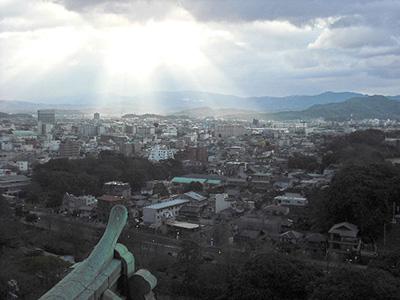 和歌山城の天守閣からも初日の出を拝むことができる
