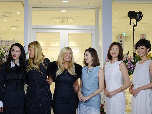 左から代表取締役社長、本国のマーケティングディレクター リシア・アンジェリ、オーナーのフランカ・メンタナ、高岡早紀、SHIHO、田丸麻紀