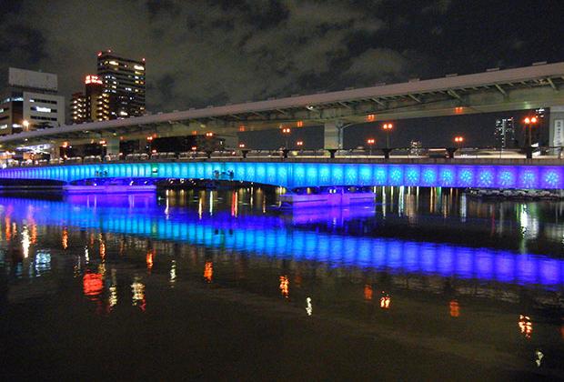 日中とはまた違う表情を見せる天満橋の夜景(提供:大阪市建設局)