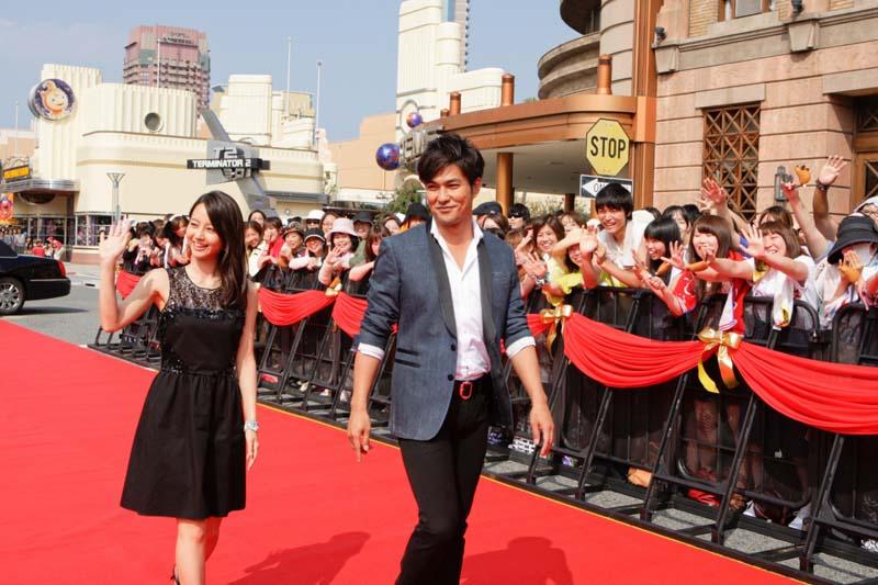 プレミア・イベントに登場した堀北真希(左)と北村一輝