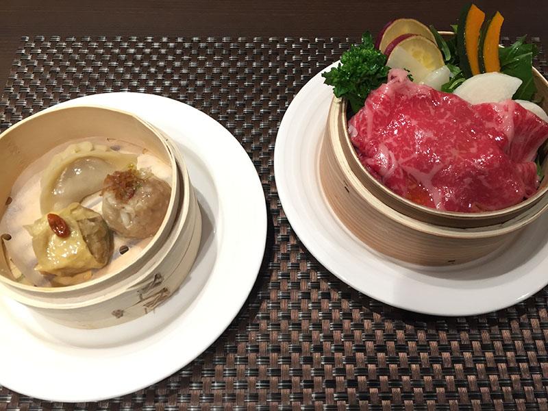 最初に登場する「ファーストイート」、昼には「京風飲茶」、夜は「黒毛和牛と野菜のセイロ蒸し」