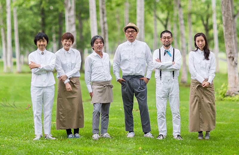 KIRINJI(左から、楠均、弓木英梨乃、田村玄一、堀込高樹、千ヶ崎学、コトリンゴ)