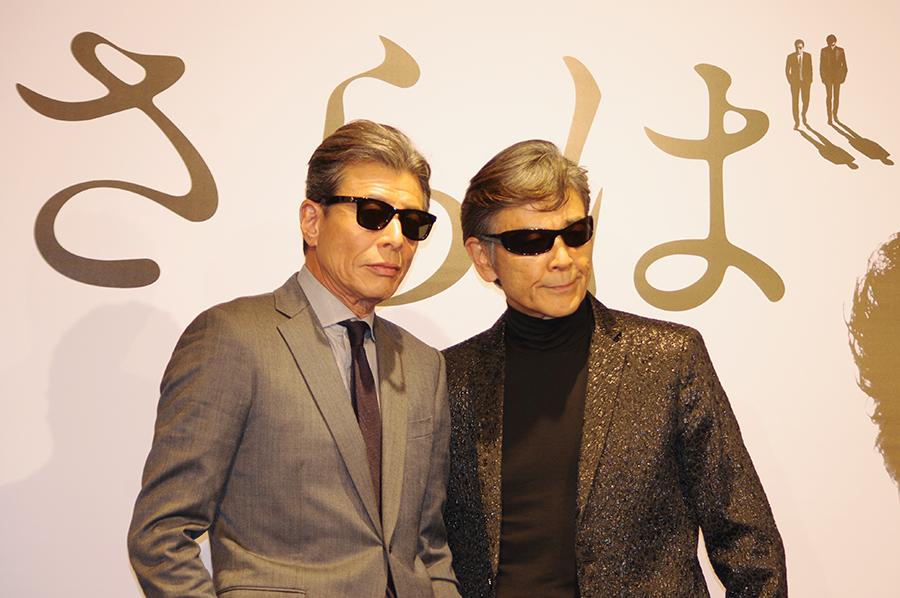 記者会見を行った舘ひろし(左)と柴田恭兵