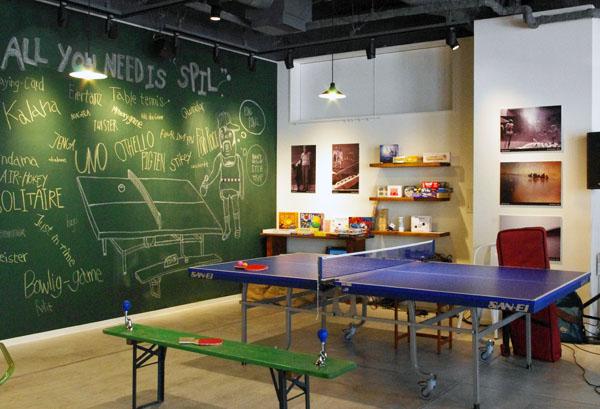 卓球台やテーブルサッカーなども