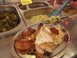 [墨国回転鶏料理]タコスの皮に鶏とキャベツ、サルサを好きなだけトッピングしていただく、墨国回転ランチ850円。