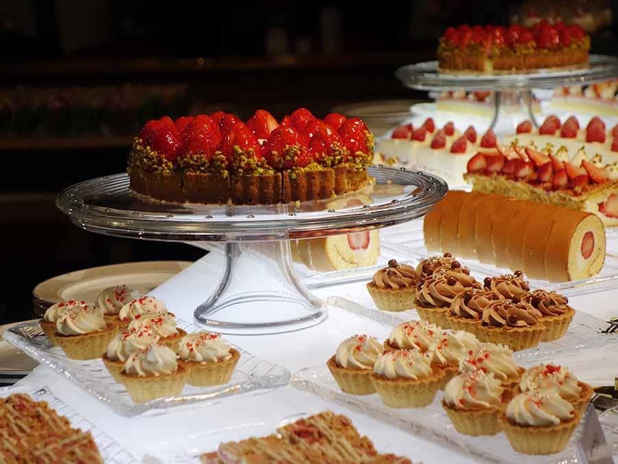 ショートケーキ、いちごモンブラン、いちごのタルトなどが勢揃い