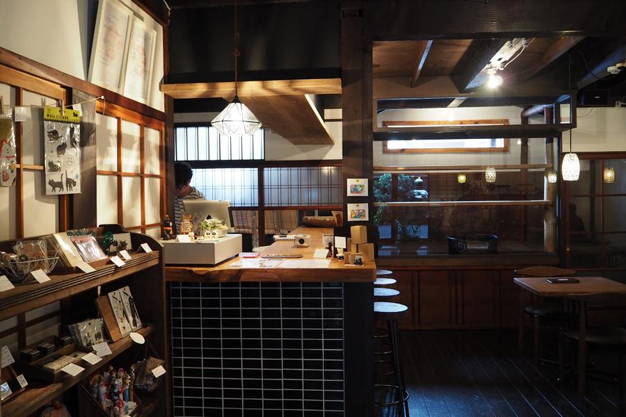 1階のカフェ&セレクトショップ