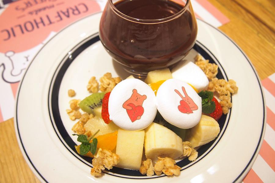 バレンタインチョコレートフォンデュ1,980円は持ち帰りができる限定マグカップのラテ付き