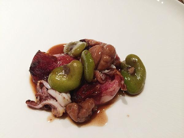 主菜の3皿目、姫イカのプランチャ・リードヴォーと空豆のソースは、イカと空豆の甘みが香ばしくまとめられて。