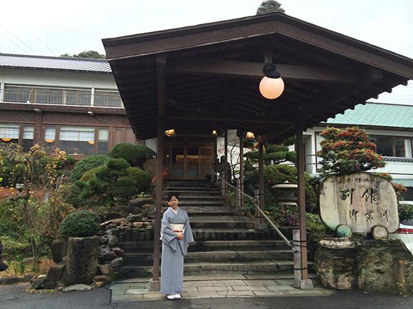 下関にあるみもすそ川別館は、地の魚を下関の伝統的な料理法で調理する料理旅館
