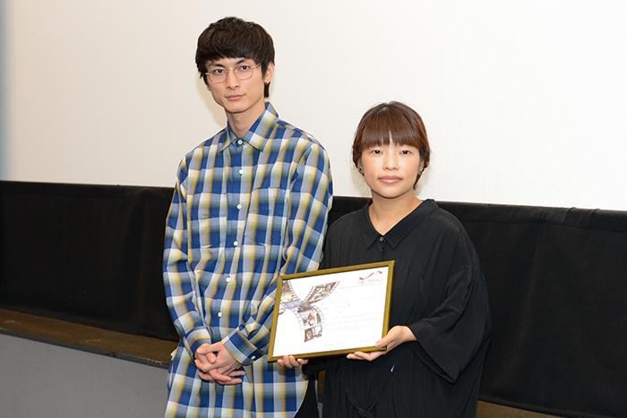 主演の高良健吾(左)と呉美保監督