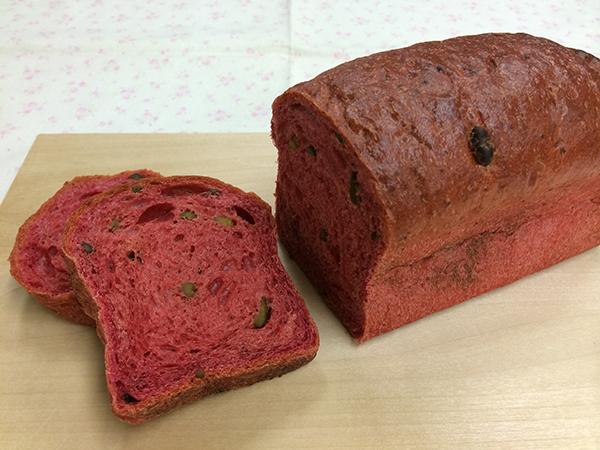 トークイベントのお土産は、[HAJIME]のスペシャリテ「地球」(さまざまな野菜のプレート)に合わせて出される[ル・シュクレ・クール]のパン。