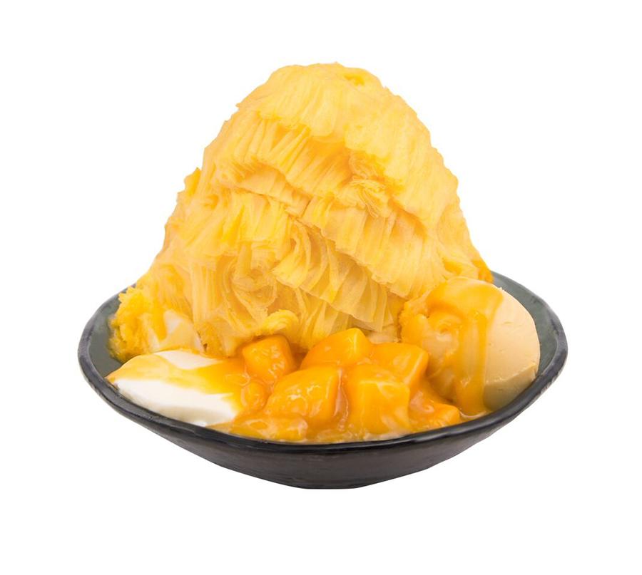 マンゴー味の氷に、マンゴーソースをからめた果肉、マンゴーシャーベットにパンナコッタ付き