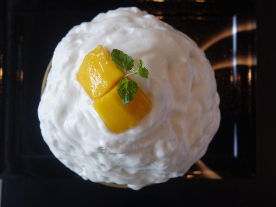 さっぱりとした味わいがお好きなら、マンゴー果肉がゴロンとのったマンゴーヨーグルトかき氷を