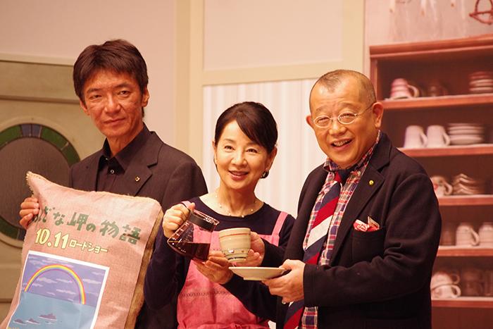 左から、成島出監督、吉永小百合、笑福亭鶴瓶