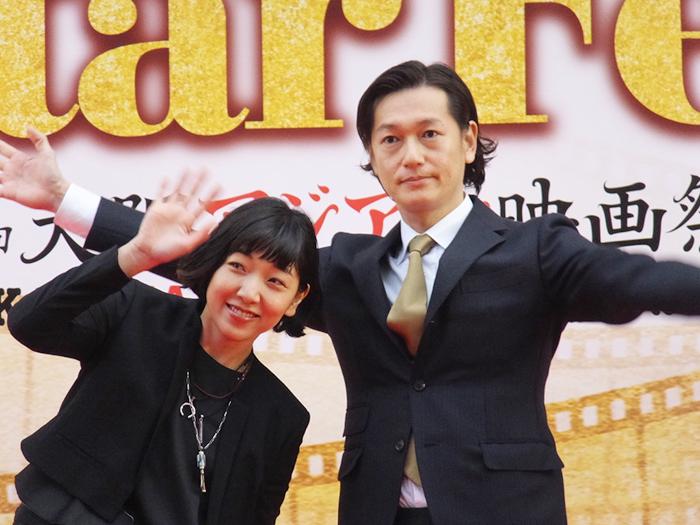 安藤サクラ(左)と井浦新