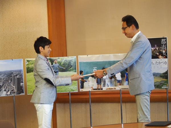 織田信成(左)と浜田高槻市長
